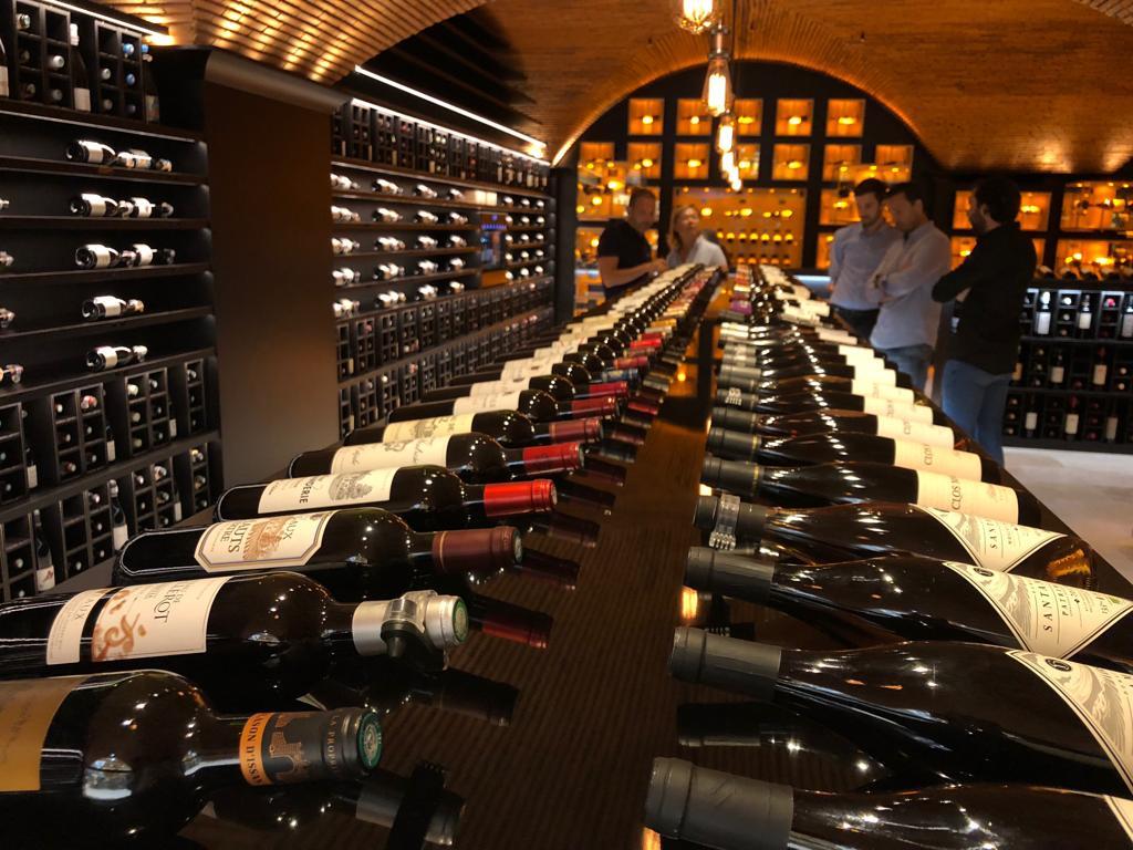 Une Cave A Vin investir dans le vin, se constituer une cave, est-ce